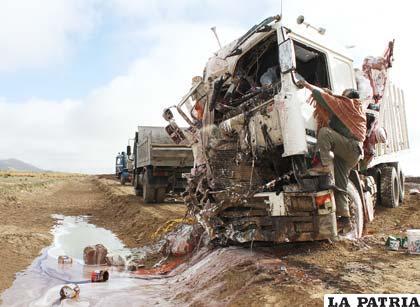La cabina del camión quedó destrozada
