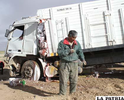 El conductor del camión resultó levemente herido