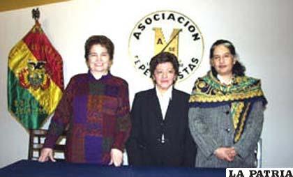 Ana María Romero, Aida Albarracín y Lupe Cajías