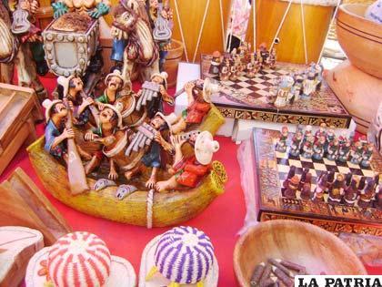 Artículos fabricados y elaborados en barro, cerámica y madera la atracción de la Feria Oruro Moderno