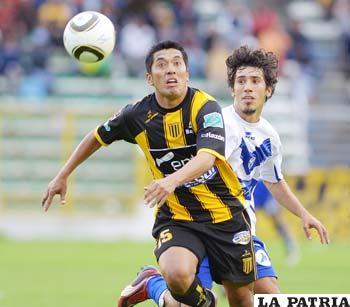 Luis Melgar (Strongest) y Maximiliano Andrada (San José)