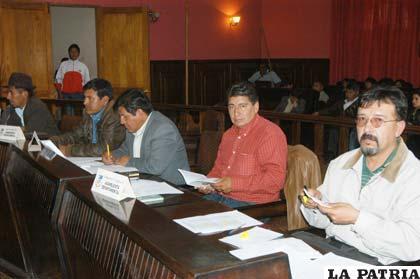 El asambleísta Eduardo Campos (primero derecha), informó que la Asamblea Departamental aprobó el informe de la Comisión Especial en el caso de supuesta corrupción del Sedcam