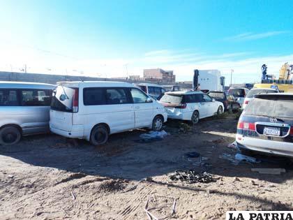 """""""Chuteros"""" aprovechan amnistía para internar autos"""