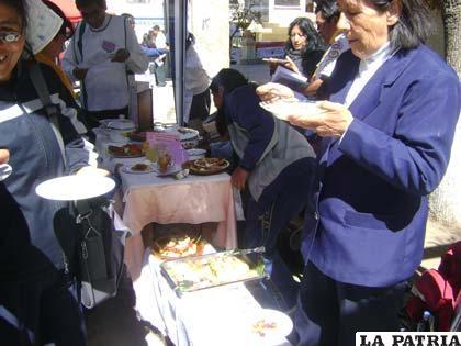 Sedes, realizó control de la preparación y manejo de los alimentos en la Feria del Sur