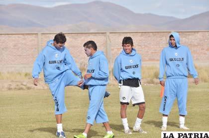 Herrera y Botero junto a sus compañeros de equipo en el entrenamiento de San José