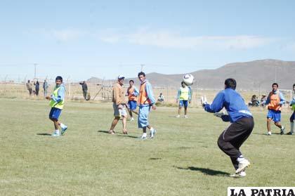 Carlos Lampe en el entrenamiento de ayer