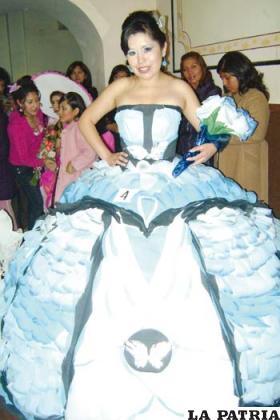 f44b89d676 Hermosos vestidos de papel son expuestos cada año por el ISBA