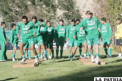 A pesar de estar incompleta la Selección no cesa en sus entrenamientos (foto: APG)