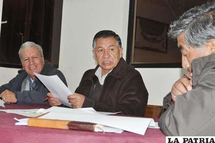 Anoche en la reunión del comité electoral