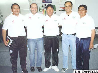 Ramos (centro) asistió a varios cursos de actualización