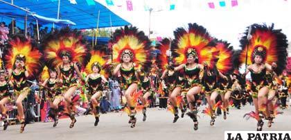 Domingo de carnaval dando na frente do corno - 5 3