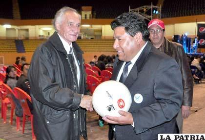 Walter Mamani presidente del club San José