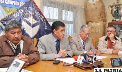 Etzhel Llanque, Marco Zaconeta, Jorge Torrico y Carlos Sandy miembros del Comité Electoral