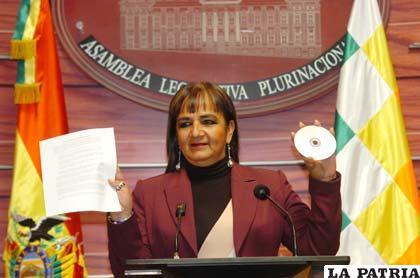 Senadora Gonz�lez presenta un nuevo audio