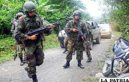 Patrulla de polic�as peruanos