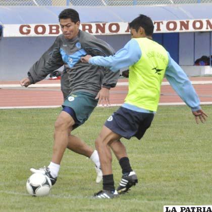 Carlos Saucedo estará en la delantera de San José