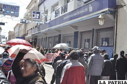 Gremiales realizaron su mitin en puertas de las oficinas del SIN Oruro