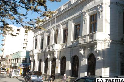 Legalizan documentos de propiedad de bienes municipales