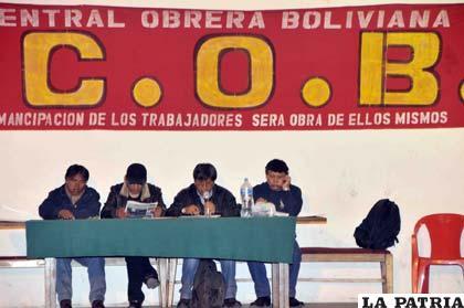 Dirigentes de la Central Obrera Boliviana (COB)