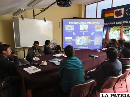 Personal de Cuenca Poopó expone los avances del programa