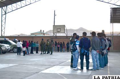 Las 41 personas fueron llevadas a dependencias policiales