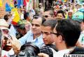 Candidato a la presidencia de Colombia por el partido Centro Democrático, Oscar Iván Zuluaga (c), durante un acto de campaña en Villeta (Colombia)
