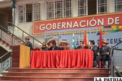 Acto de entrega del Estatuto Autonómico Departamental de Oruro