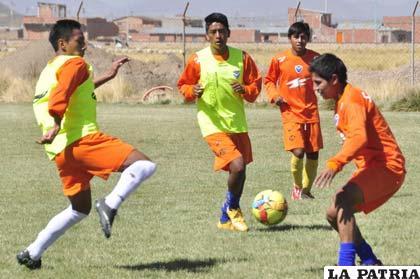 Los juveniles realizaron un trabajo futbolístico