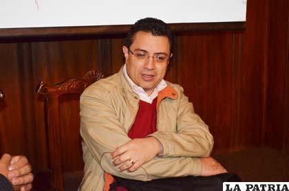 Daniel Lizárraga, periodista mexicano en conferencia