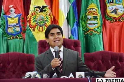 El vocal Wilfredo Ovando que asumía interinamente la presidencia del TSE