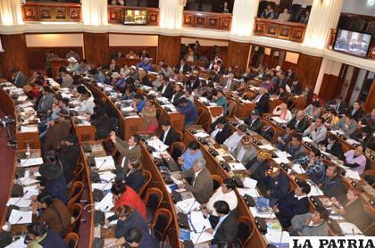 Sesión del Legislativo donde se decidió postergar los referéndums autonómicos
