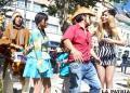 """Elenco de """"Pancho y Silpancho"""" en plena plaza 10 de Febrero"""