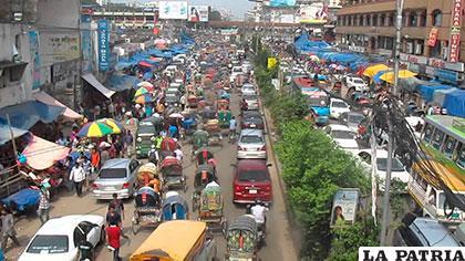 La contaminación y los atascos son algunos de los principales problemas en Dhaka - Bangladesh