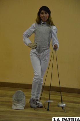 Daniela Bueno, dedicada a la esgrima desde los ocho años