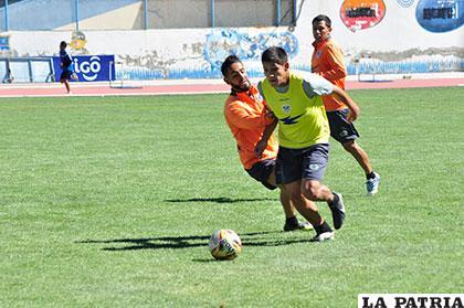 Parrado sortea la marca de Da Silva en el entrenamiento de los
