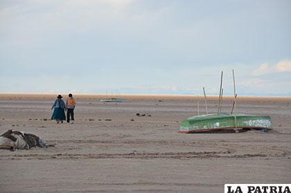 A la desaparición del lago le sigue la migración de su gente /Archivo