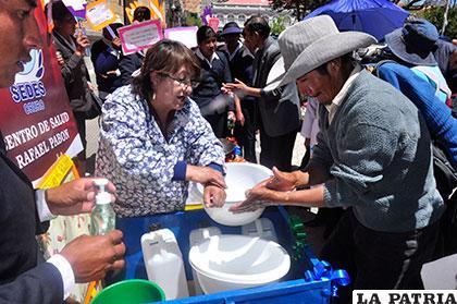 Para prevenir resfríos se debe capacitar en el lavado de manos