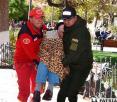 Hallan a anciano intoxicado en una banca de la plaza 10 de Febrero