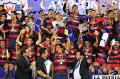 Zenteno levanta el trofeo de campeón junto a sus compañeros /APG