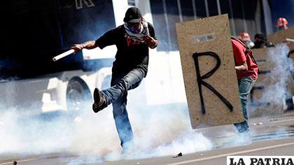 Atacan el Congreso y exigen la salida del presidente Temer