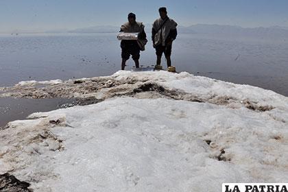 Planifican normativa que cuide al lago Poopó