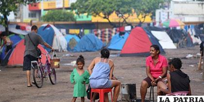 Refugiados venezolanos en la plaza Simón Bolívar en Boa Vista, capital del Estado Roraima, Brasil /elpais.cr