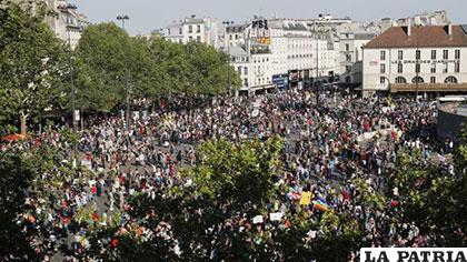 Miles de franceses salieron a las calles  para protestar contra Macron /larazon.es