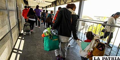 Migrantes centroamericanos cruzan hacia Estados Unidos /elpais.cr