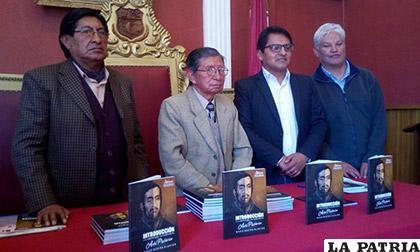 (De izquierda a derecha) Finelez Llanque, Mario Medina, Carlos Alanes y Jimmy López durante la presentación del libro