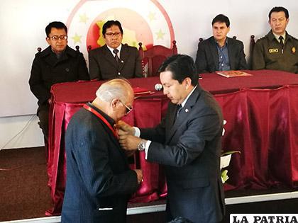 Jorge Lazzo recibió un reconocimiento en el acto por el Día del Periodista Boliviano