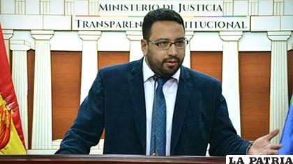 El viceministro de Justicia, Diego Jiménez en conferencia de prensa /Correo del Sur