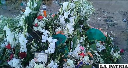 La tumba de la niña enterrada ayer