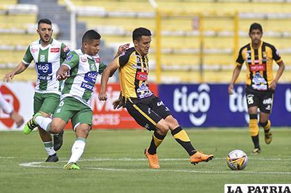 Jhasmani Campos autor del cuarto gol