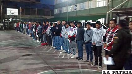 Los hinchas del Wilstermann en una fotografía cuando fueron arrestados en Oruro el domingo 25 de septiembre de 2016 /Archivo